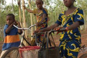 Sur le chemin de l'école : Le documentaire associatif